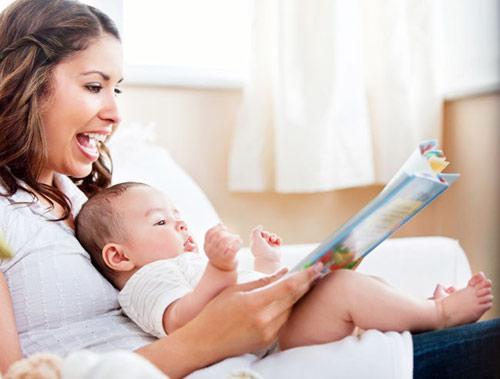 Dạy đọc cho trẻ từ sơ sinh có đúng không
